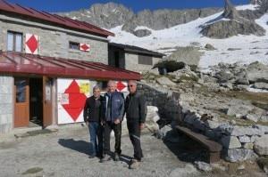 Il rifugista Giacomo Fiorelli, il presidente di Cobat Giancarlo Morandi e Marco Tieghi Vice Presidente CAI Milano