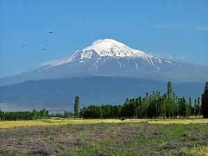 Monte Ararat (Photo Henri Nissen courtesy of commons.wikimedia.org)