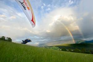Uno degli atleti della scorsa edizione di Red Bull X-Alps (Photo Felix Woelk/Red Bull Content Pool courtesy of Red Bull)