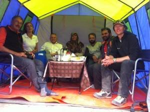 Stefano Ardito, Stefania Mondini, Agostino Da Polenza, Qurat ul Ain Ahmad, Shahbaz Mahmood, Muhammad Ahmjad e l'alpinista oilandese Gert Hof che è sceso con loro da Concordia.