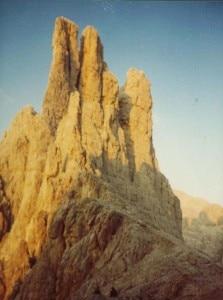Le torri meridionali del Vajolet, al centro la Torre Stabeler (Photo courtesy of Wikimedia Commons)