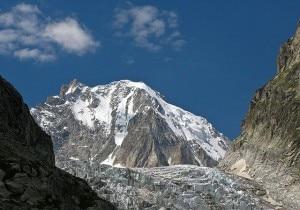 Versante svizzero dell'Aiguille d'Argentière. In basso il Ghiacciaio di Saleina (Photo courtesy of Wikimedia Commons)