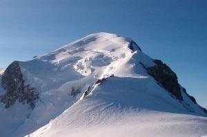 Il tratto finale della via normale francese del Monte Bianco (Photo courtesy of Wikimedia Commons)