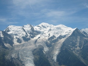 Da sinistra Mont Blanc du Tacul, Mont Maudit e Monte Bianco (photo Wikipedia commons)