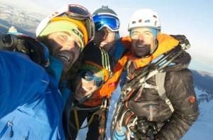 Siegrist, Arnold, Villavicencio e Thomas Huber in cima al Torre in invernale (Photo stephan-siegrist.ch)