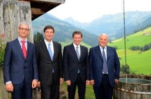 I firmatari dell'accordo: da sinistra il ministro sloveno Pikalo, il Segretario di Stato svizzero Dell'Ambrogio, il ministro austriaco Töchterle e il presidente della Provincia di Bolzano Durnwalder (Photo courtesy of www.provincia.bz.it)