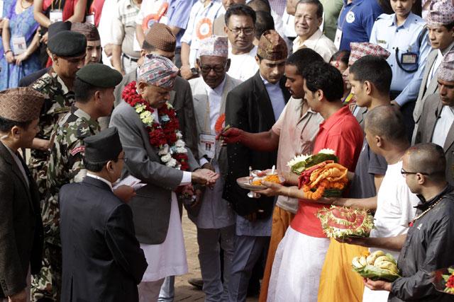 president-at-krishna-mandir