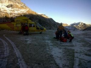Elicottero di Trentino Emergenza durante un intervento -foto d'archivio- (Photo courtesy of www.ilgiornaledellaprotezionecivile.it/Cnsas Trentino)