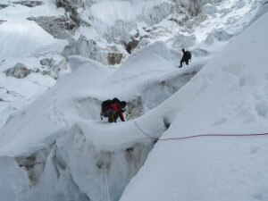 Attraversamento dell'Icefall (Photo lhotseskichallenge.com)