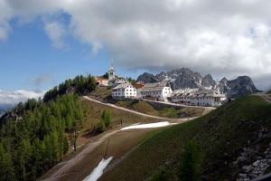 La vetta del Monte Santo di Lussari (Photo Johann Jaritz courtesy of Wikimedia Commons)