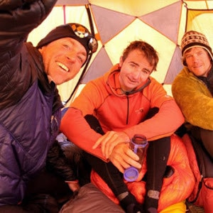 Rob Frost, Ueli Steck e Don Bowie in una foto allo Shisha Pangma (Photo courtesy of Rob Frost www.himalayaspeed.com)
