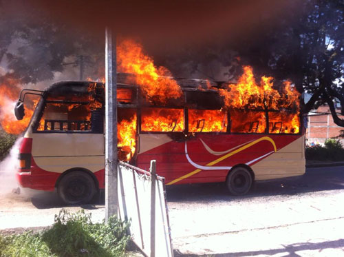 bus-torched-by-banda-enforcers-at-kavre-sunday-sept-15-2013