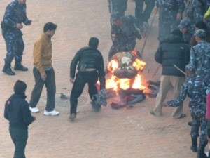 Nepal Police officers try to interrupt a free Tibet campaigner as the later immolates self in Bouddha of Kathmandu. Photo: File photo