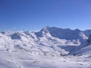 Impianto di risalita sul ghiacciaio della Grande Motte (Photo courtesy of Wikimedia Commons)