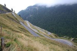 La strada del versante italiano del Passo del Rombo -foto d'archivio -(Photo RobertG courtesy of Wikimedia Commons)