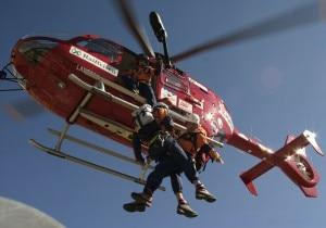 Intervento di soccorso dell'Aiut Alpin Dolomites (Photo Roland Oster courtesy of www.aiut-alpin-dolomites.com)