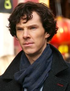 Benedict Cumberbatch durante le riprese di Sherlock (Photo courtesy of Wikimedia Commons)