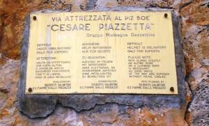 """Targa posta all'attacco della """"Cesare Piazzetta"""" (Photo courtesy of  Rifugio Capanna Fassa)"""