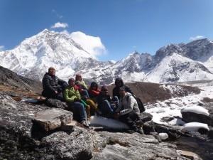 Studenti nepalesi in visita alla Piramide dell'Everest