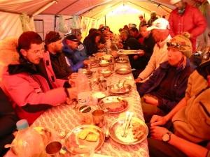 Pranzo al campo base del K2 (spedizione K2 2004)