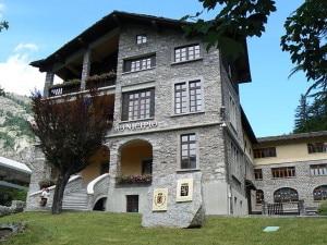 Municipio di Courmayeur (Photo Elena Tartaglione courtesy of Wikimedia Commons)