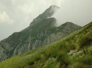 Pizzo Cefalone avvolto dalla nebbia (Photo courtesy of Wikimedia Commons)