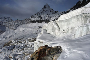 A view of mountain melting in Everest region. Photo:www.himalayajourneys.com