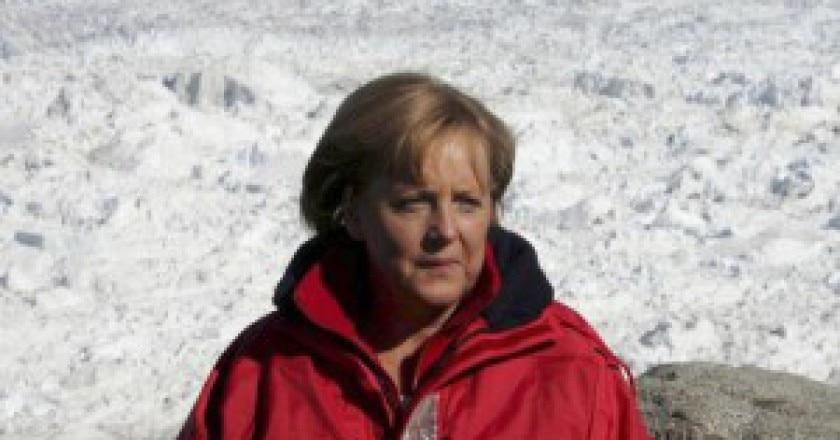 Angela-Merkel-sulla-neve-300x167.jpg