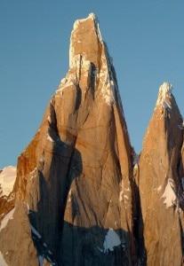 Cerro Torre parete Est con profilo della Nord a destra (Photo Luca Maspes)