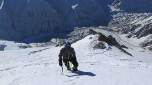 David Göttler e dietro il campo 3 a 6700 metri (Photo Simone Moro)