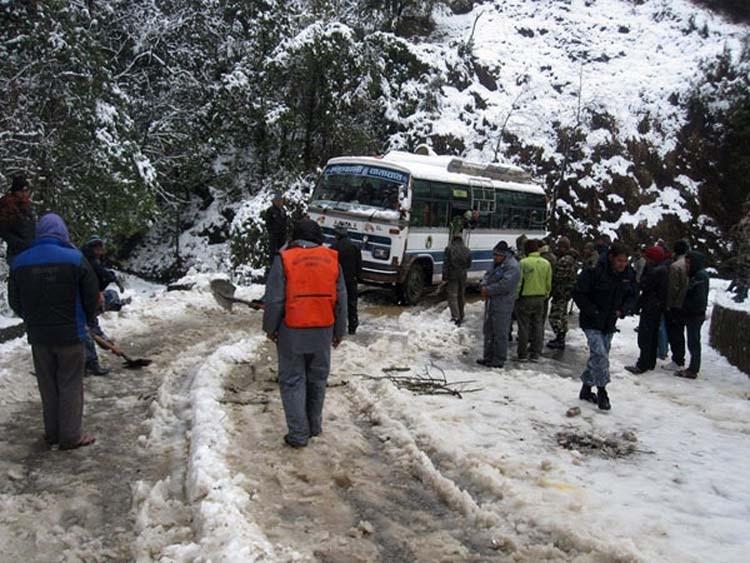 snowfall-in-western-districts-kp.jpg
