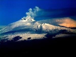 Photo of Caduta sull'Etna durante escursione, recuperata ciaspolatrice ferita