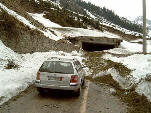 Photo of Valanga travolge auto sulle Dolomiti Bellunesi: ferito conducente