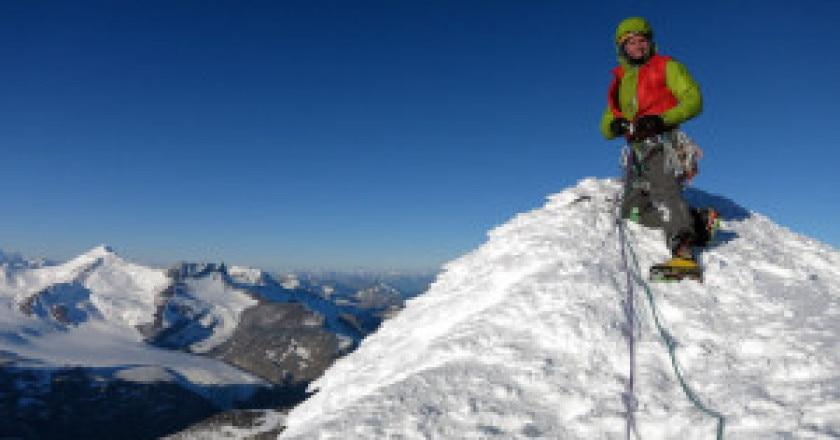 Colin-Haley-in-cima-al-Cerro-Piergiorgio-Photo-courtesy-Rolando-Garibotti-su-www.colinhaley.com_-300x224.jpg