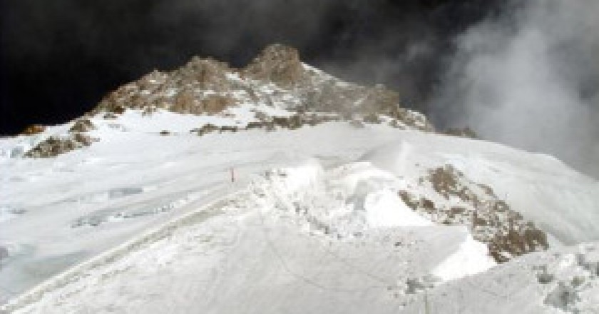 Corde-fisse-sopra-campo-1-6100-metri-Photo-Nangadream.blogspot.com_-300x221.jpg