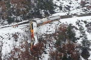 Photo of Alpi francesi, masso su treno: 2 morti