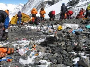 Spazzatura ai campi alti dell'Everest - Colle sud
