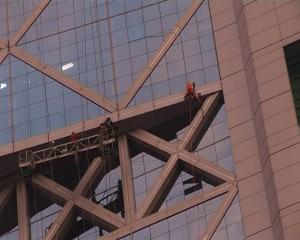 Photo of Nuova impresa record di Dan Goodwin: scala edificio di 132 metri