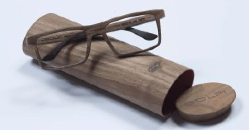 Un-occhiale-realizzato-interamente-con-il-legno-delle-Dolomiti-Dolpi-300x200.jpg