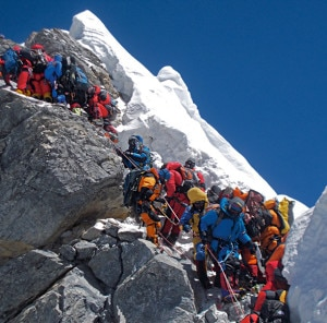 . Traffic chokes the Hillary Step on May 19, 2012. Photo credit to ngm.nationalgeographic.com