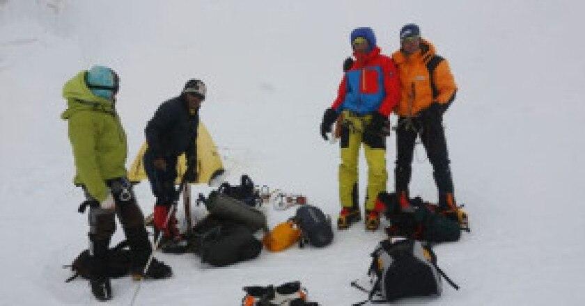 Confortola-e-compagni-ai-campi-alti-del-Kangchenjunga2-300x164.jpg
