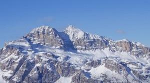 Photo of Cade per 300 metri sulle Tofane, grave uno scialpinista