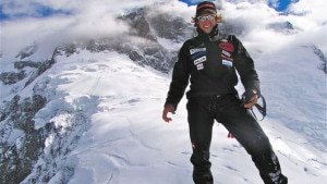 Photo of L'impresa in tv: il primo volo in wingsuit dalla cima dell'Everest?