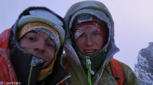Lindic e Krajnc in cima alla Nord Grandes Jorasses (Photo Luka Krajnc www.petzl.com)
