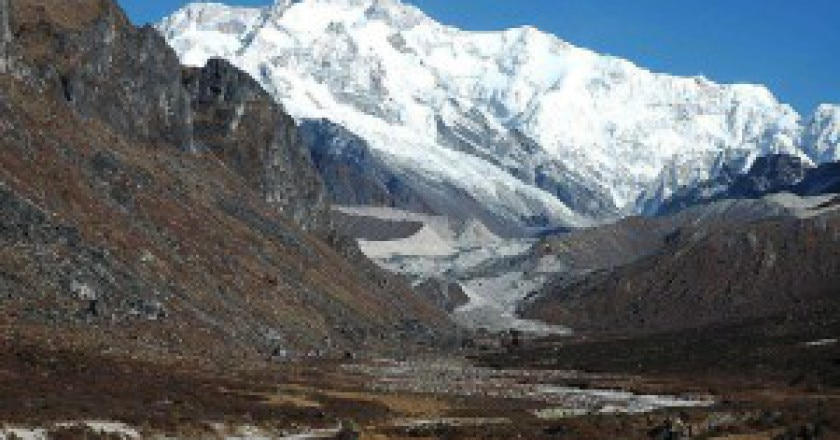 1024px-Kangchenjunga_from_Thangshing-300x199.jpg