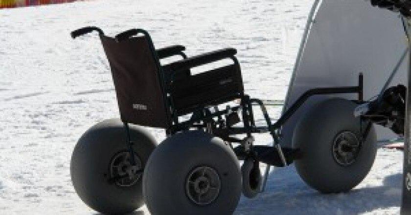 1024px-Snow_wheelchair-300x223.jpg
