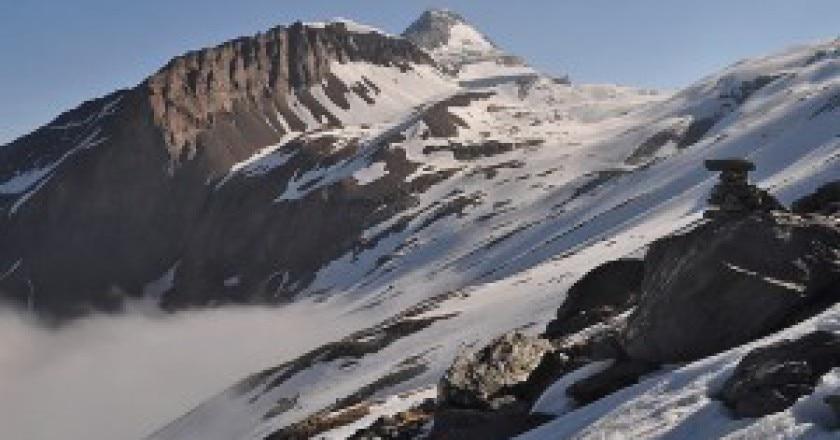 1024px-Wasenhorn_ascending_Monte_Leone-300x165.jpg