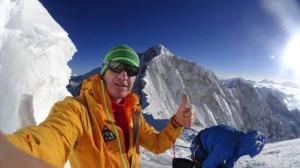 Photo of Kangchenjunga: Urubko da solo in cima da nord, alpinisti al base da sud