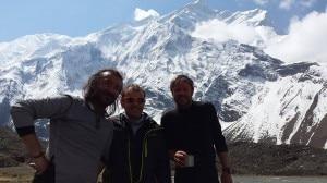 Folini al centro con i due alpinisti rumeni recuperati all'Annapurna(Photo Maurizio Folini)
