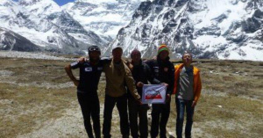 Kangchenjunga-Nord-alpinisti-al-campo-base-foto-Alex-Txikon-300x225.jpg